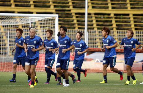 HLV truong Avispa Fukuoka FC tu tin danh bai tuyen Viet Nam - Anh 1