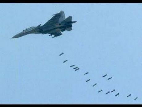 Khong quan Nga lien tiep doi bom chan phien quan tiep vien cho Aleppo - Anh 1
