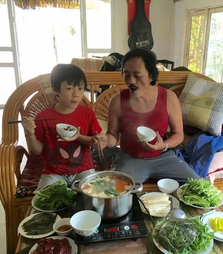 Cuoc song vui thu dien vien cua Giang coi voi 2 con nho - Anh 5