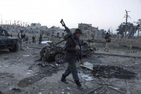 Taliban danh bom Tong lanh su quan Duc tai Afghanistan, hon 100 nguoi thuong vong - Anh 2