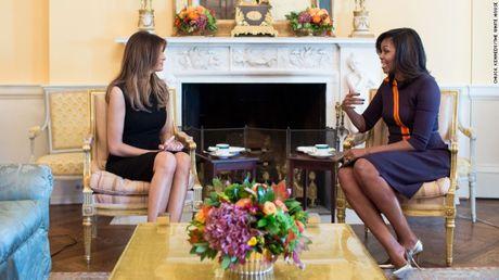Melania Trump va Michelle Obama thuong tra, noi ve chuyen day con - Anh 1