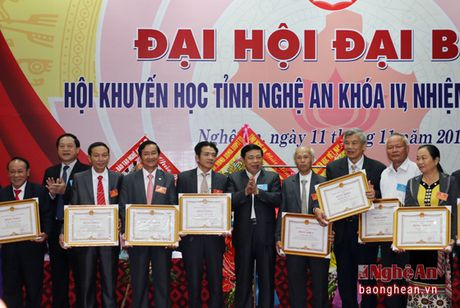 Ong Tran Xuan Bi tai dac cu Chu tich Hoi Khuyen hoc tinh Nghe An - Anh 7