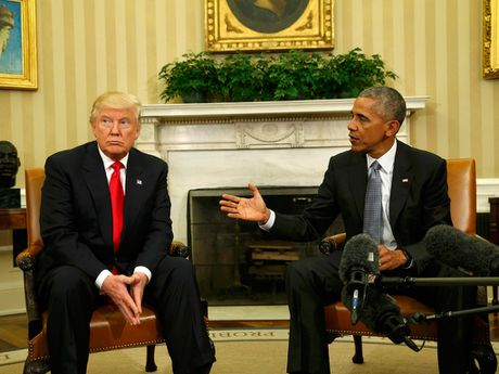 Nhung khoanh khac doi mat kho xu giua ong Trump va ong Obama - Anh 2