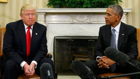 Nhung khoanh khac doi mat kho xu giua ong Trump va ong Obama - Anh 4