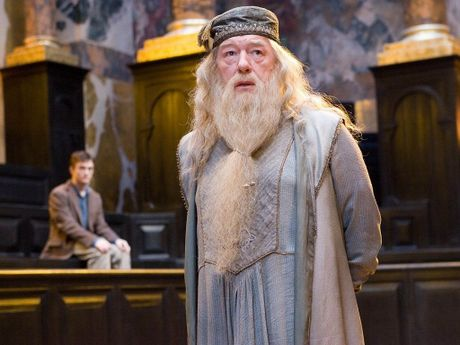 Gioi tinh that cua Albus Dumbledore duoc xac nhan trong ngoai truyen 'Harry Potter' - Anh 1