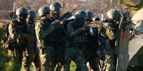 Nga – Ukraine lai cang ve 'lum xum' pha hoai tai Crimea - Anh 1