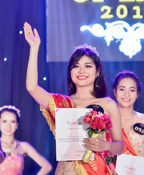 'Co dong xinh dep' tro thanh hoa khoi Dai hoc Luat Ha Noi - Anh 11