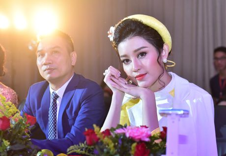 'Co dong xinh dep' tro thanh hoa khoi Dai hoc Luat Ha Noi - Anh 2
