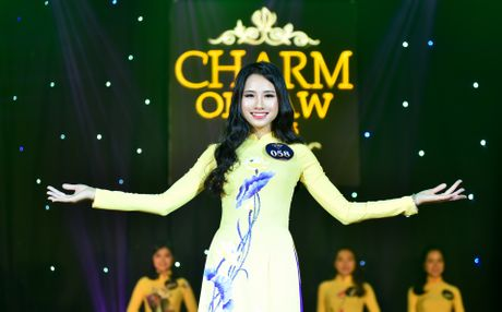 'Co dong xinh dep' tro thanh hoa khoi Dai hoc Luat Ha Noi - Anh 3