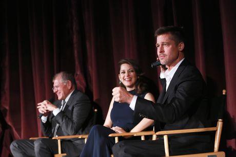 Brad Pitt xuat hien tai buoi ra mat phim sau vu ly hon on ao - Anh 2