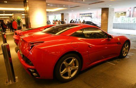 Dai gia Singapore chi bao nhieu tien de so huu Ferrari - Anh 1
