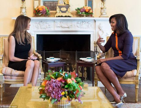 Michelle Obama moi Melania Trump dung tra - Anh 2