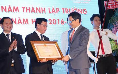 Pho Thu tuong: Sinh vien dung de thua chi, kem em - Anh 2