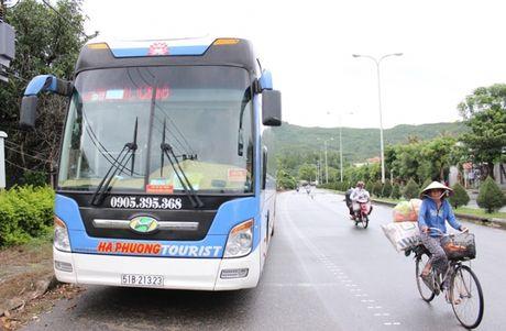 Bi phat chay 'tra hinh', xe Hanh Cafe van ngang nhien bat khach le - Anh 2