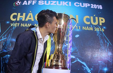 Cong Vinh tru um Thai Lan truoc them AFF Cup 2016 - Anh 2