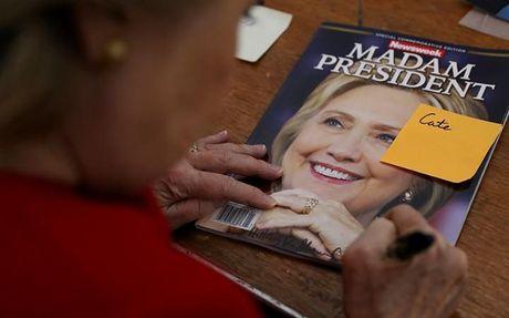 To Newsweek phai thu hoi 125.000 ban vi in san ba Clinton trung cu - Anh 1