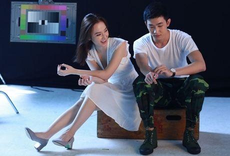 Nguoi tinh tren phim va ngoai doi trai nguoc cua Angela Phuong Trinh - Anh 1