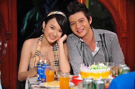 Nguoi tinh tren phim va ngoai doi trai nguoc cua Angela Phuong Trinh - Anh 4