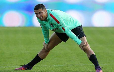 Ronaldo hang say tap luyen quyet tam 'pha luoi' Latvia - Anh 2
