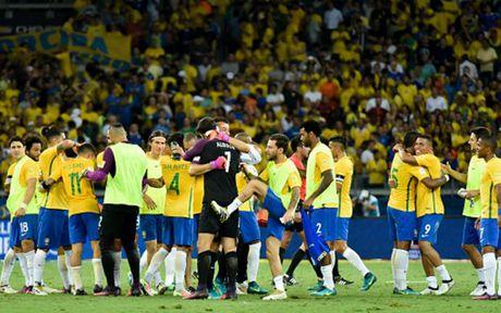 Chum anh: Neymar 'an ui' Messi sau tran Brazil 3-0 Argentina - Anh 1