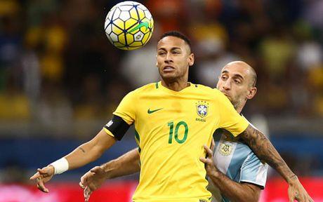 Chum anh: Neymar 'an ui' Messi sau tran Brazil 3-0 Argentina - Anh 2