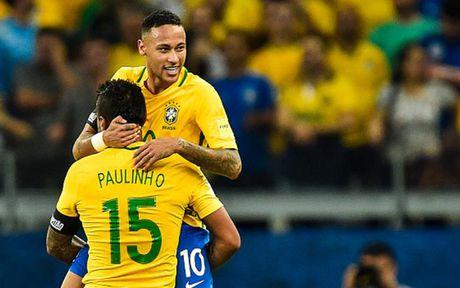 Chum anh: Neymar 'an ui' Messi sau tran Brazil 3-0 Argentina - Anh 3