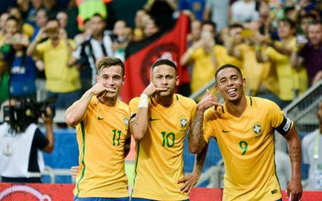Chum anh: Neymar 'an ui' Messi sau tran Brazil 3-0 Argentina - Anh 4