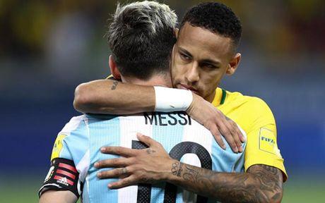 Chum anh: Neymar 'an ui' Messi sau tran Brazil 3-0 Argentina - Anh 8