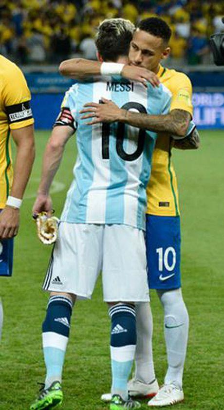Chum anh: Neymar 'an ui' Messi sau tran Brazil 3-0 Argentina - Anh 9