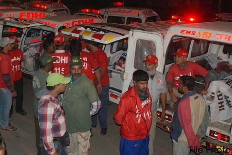 It nhat 15 nguoi thiet mang trong vu danh bom tai Pakistan - Anh 1