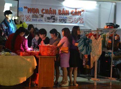 Da Nang: Lan dau to chuc phien cho cho cong nhan - Anh 1