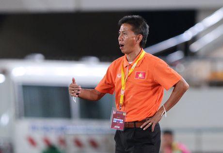 HLV Hoang Anh Tuan khong uu ai cau thu U19 o U22 Viet Nam - Anh 1
