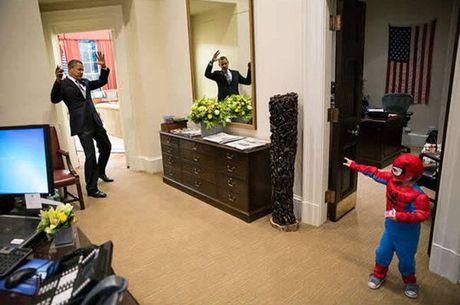 Khoanh khac dep nhat cua Obama suot 8 nam qua - Anh 11