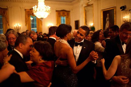 Khoanh khac dep nhat cua Obama suot 8 nam qua - Anh 14