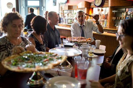 Khoanh khac dep nhat cua Obama suot 8 nam qua - Anh 15