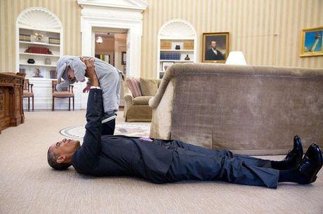 Khoanh khac dep nhat cua Obama suot 8 nam qua - Anh 17