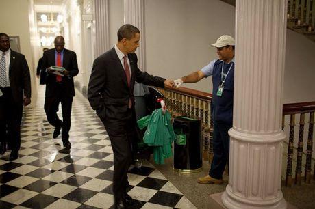 Khoanh khac dep nhat cua Obama suot 8 nam qua - Anh 28