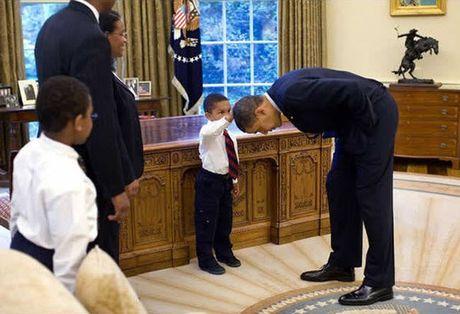 Khoanh khac dep nhat cua Obama suot 8 nam qua - Anh 2