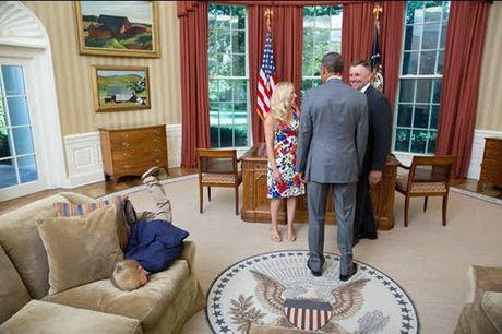 Khoanh khac dep nhat cua Obama suot 8 nam qua - Anh 30