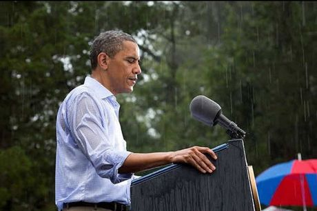 Khoanh khac dep nhat cua Obama suot 8 nam qua - Anh 6