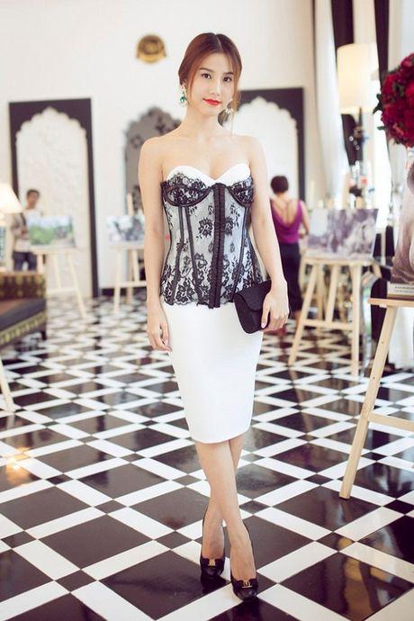 My nhan Viet ru nhau khoe eo thon-dang nuot voi corset - Anh 2