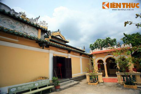 Kham pha ngoi dinh co noi tieng nhat Can Tho - Anh 4