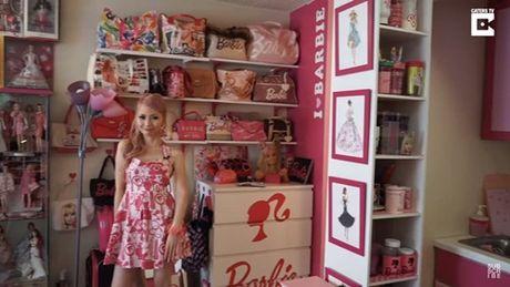 Ngoi nha trang tri ngap bup be Barbie cua mot fan cuong 34 tuoi - Anh 4