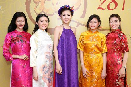 Hoa hau Ngoc Duyen dien ao yem goi cam di su kien - Anh 6