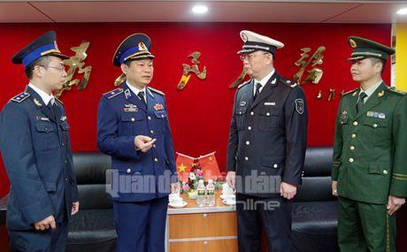 Len tau Canh sat bien Trung Quoc dang tham Hai Phong - Anh 4