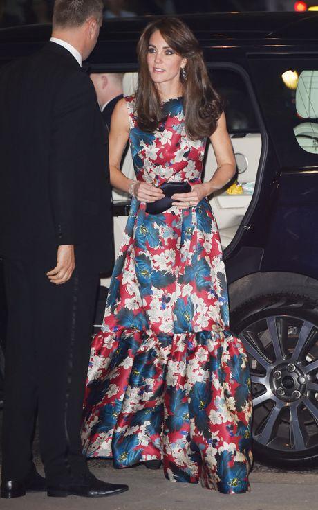 11 mau vay du tiec quyen ru cua cong nuong Kate Middleton - Anh 10