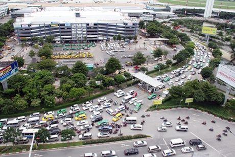Cam o to tai theo gio quanh san bay Tan Son Nhat tu ngay 12/11 - Anh 1