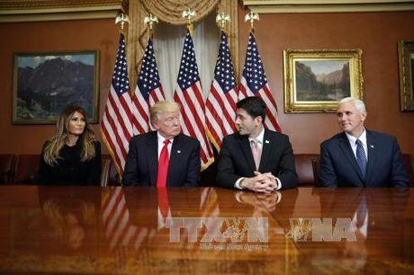 Ong Trump bat ngo thay nguoi dung dau nhom chuyen giao quyen luc - Anh 1
