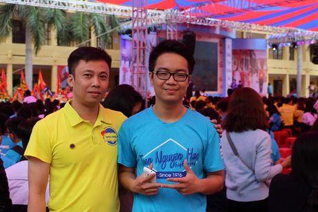 Cam dong chuyen nam sinh Hai Phong lam vo guong o to va de lai loi xin loi - Anh 2