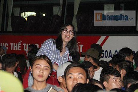 Fan khoc ngat vi khong co chu ky Cong Phuong, Van Toan - Anh 3